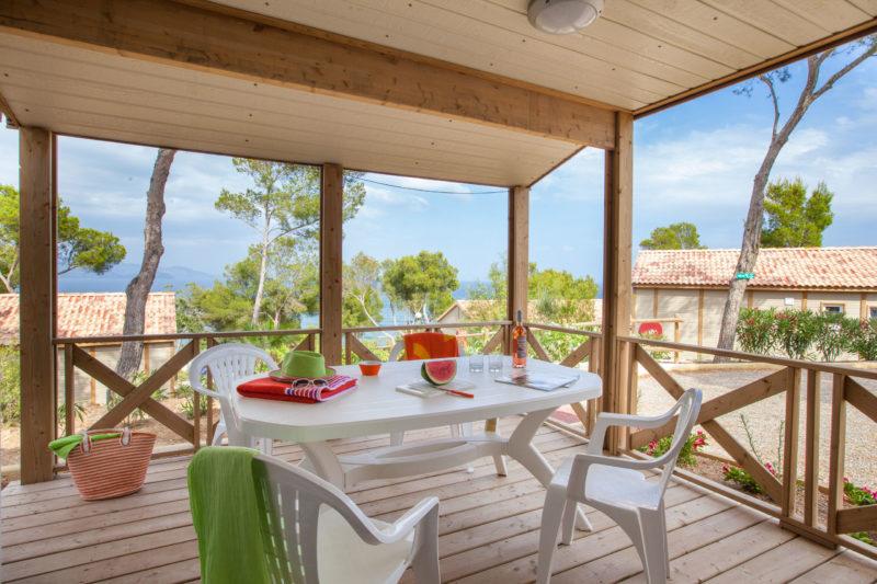 bungalow-vue mer-luxe-famille-couples-vacances-bormes-climatisation-location-camp du domaine