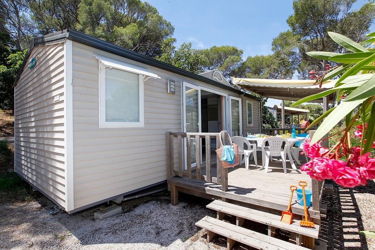 location-var-mobil home-5 personnes-famille-entrée de gamme-camp du domaine
