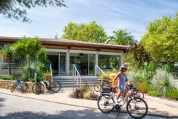 camping-luxe-var-mer-plage-vacances-soleil-été-printemps-camp du domaine