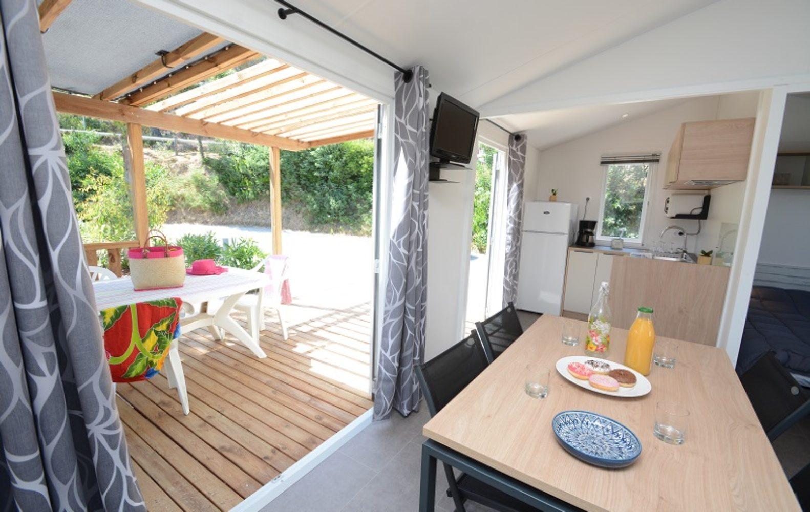 BAHIA pièce à vivre et terrasse 1 Camp du Domaine