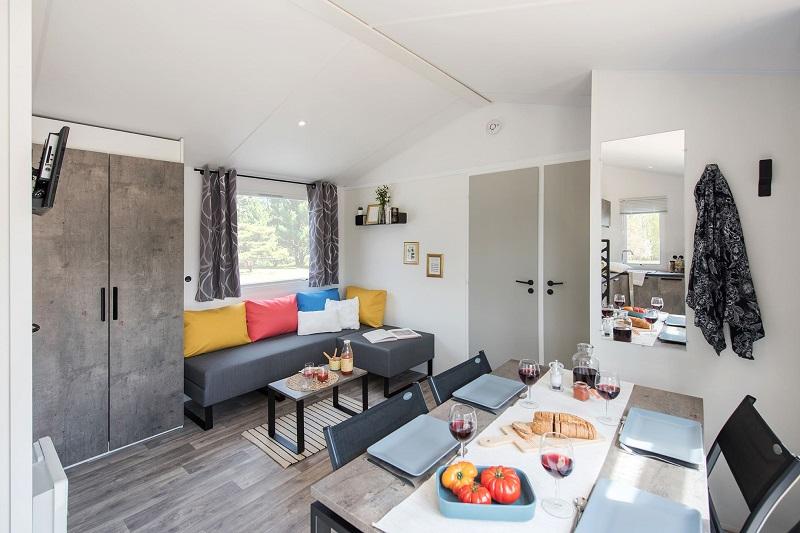 salon-salle à manger-location-bungalow-mobil home-camp du domaine-var-vacances