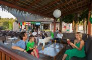 Bar du Tennis-famille-camp du domaine