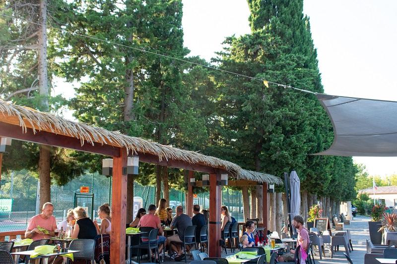 bar-vacances-cocktail-tennis-boissons-mojito-soirée-animation-camping-camp du domaine