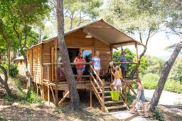 hébergement insolite-camp du domaine-cabane-camping-luxe-famille-climatisation