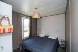 bungalow-famille-luxe-confort-vue mer-vacances-bormes-climatisation-couple-camp du domaine