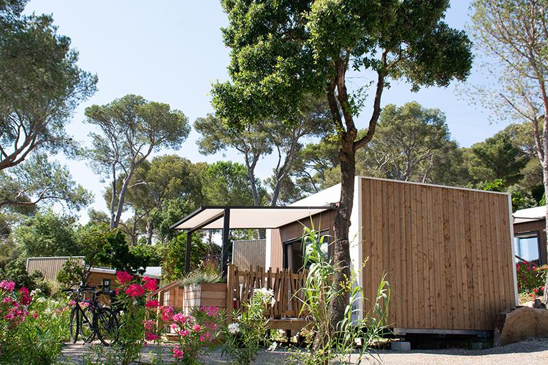 extérieur-duo-location-2 personnes-camp du domaine-terrasse