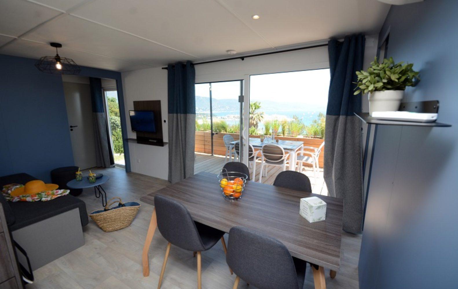 Salle à manger et terrasse avec vue sur la mer Oasis