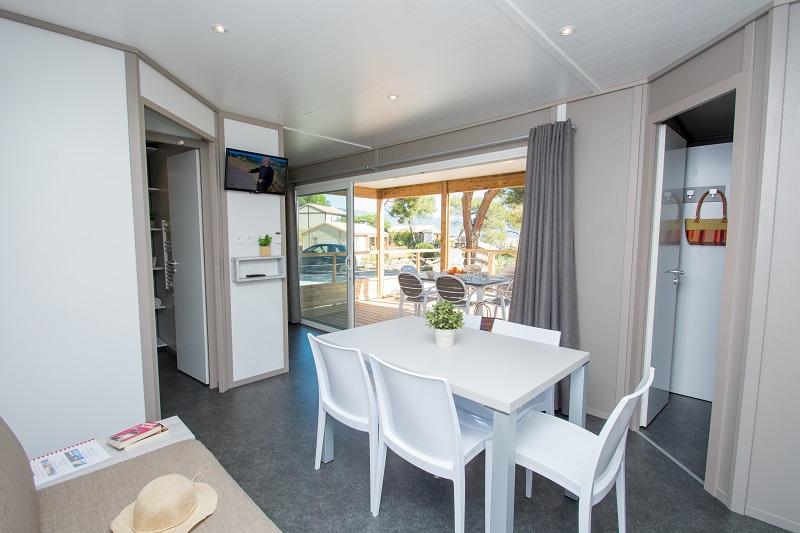bungalow-famille-luxe-confort-vue mer-vacances-bormes-climatisation-farniente-camp du domaine