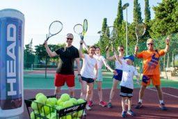 tennis-leçons-sport-plage-vacances-soleil-activité-sortie-camp du domaine