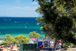 emplacement-tente-vue mer-camping-sauvage-luxe-camp du domaine