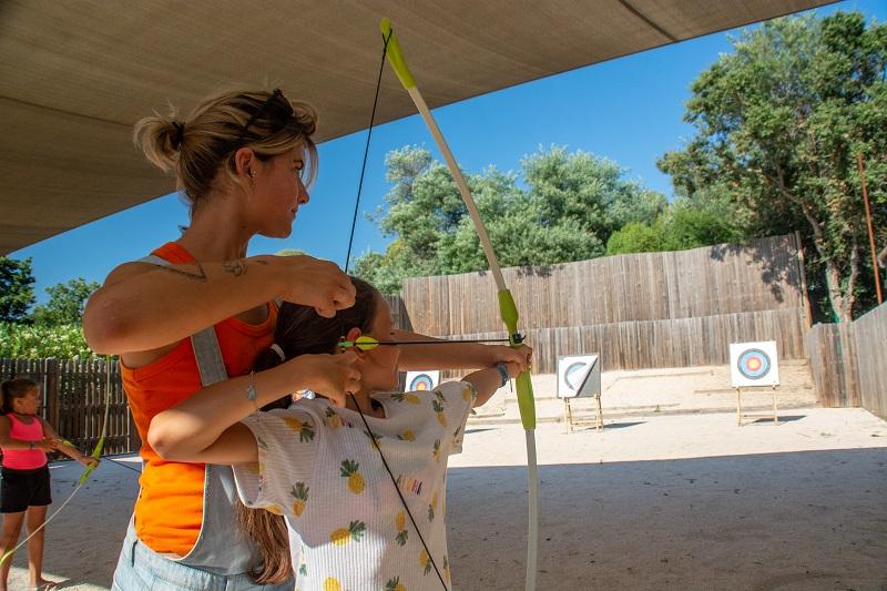 tir à l'arc-flèche-sport-plage-vacances-soleil-activité-sortie-camp du domaine