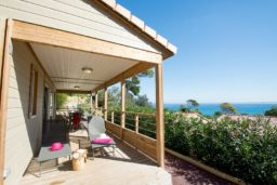 bungalow-luxe-camping-vue mer-climatisation-3 chambres-famille nombreuse-camp du domaine