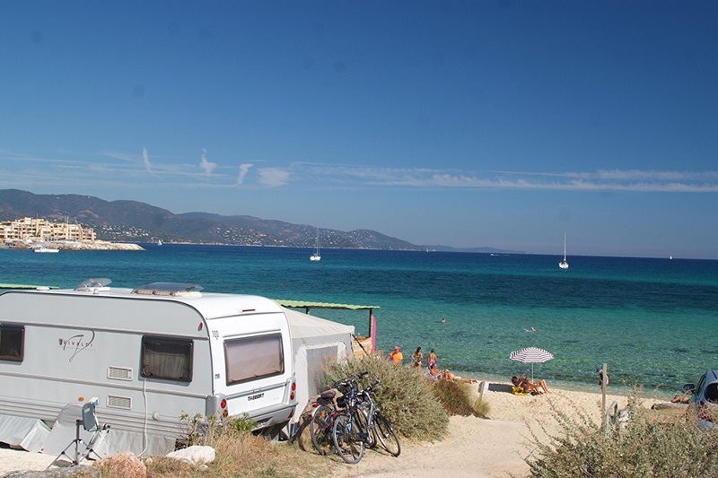 emplacement-caravane-caravaning-camping-sauvage-luxe-plage-camp du domaine
