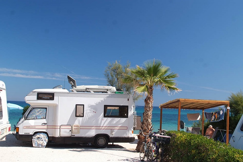 emplacement-camping-camping car-bus-glamping-vacances-bord de mer-camp du domaine