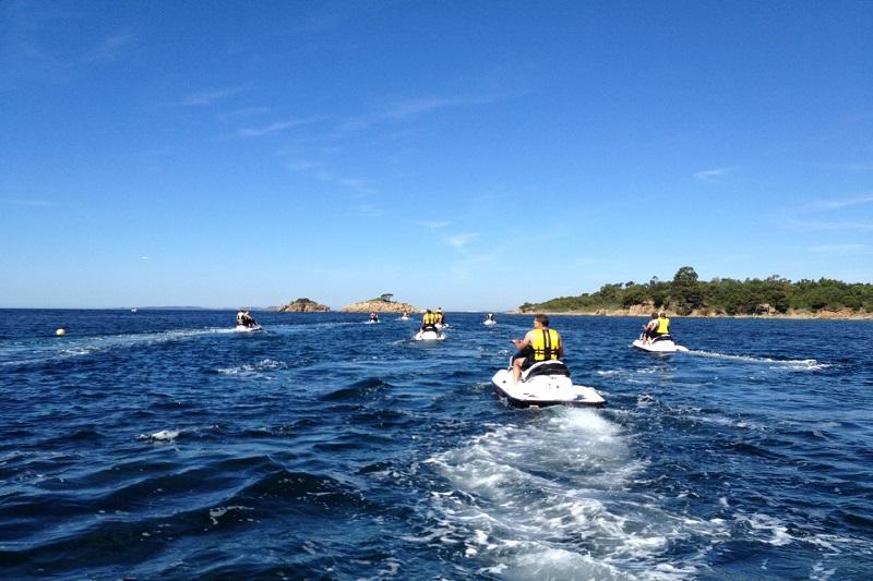 jet ski-sport-plage-vacances-soleil-activité-sortie-camp du domaine